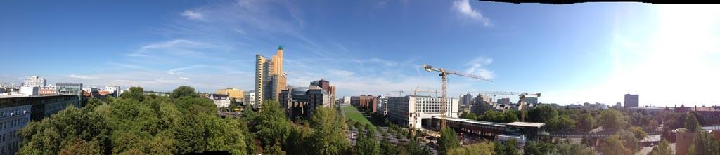 Das Hoteldach bietet einen perfekten Blick über Berlin